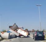 Camion perde il carico, strage sfiorata